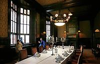 Nederland  Amsterdam - 2017.   Open Monumentendag. Het Scheepvaarthuis -  Grand Hotel Amrath. Het Scheepvaarthuis is ontworpen door J.M van der Mey. De Beraadzaal met bedekte tafel.  Foto Berlinda van Dam / Hollandse Hoogte