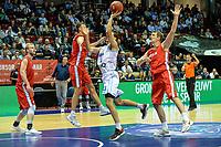 GRONINGEN - Basketbal, Donar - Aris, Dutch Baketball League, seizoen 2018-2019, 10-10-2018,  Donar speler Shane Hammink met Aris speler Nick Masterson