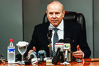 SAO PAULO, SP, 31 AGOSTO 2012 - COLETIVA MINISTRO DA FAZENDO GUIDO MANTEGA - O ministro da fazendo Guido Mantenga Entrevista coletiva para comentar o resultado do PIB do segundo trimestre no escritorio do gabinete ministerial no edificio do Banco do Brasil na regiao da Avenida Paulista, nesta sexta-feira, 31. (FOTO: LOLA OLIVEIRA / BRAZIL PHOTO PRESS).