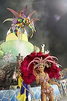 SÃO PAULO, SP, 04 DE MARÇO DE 2011 - CARNAVAL 2011 / UNIDOS DO PERUCHE - A ex BBB Cacau durante desfile da escola de samba Unidos do Peruche,  do Grupo Especial na noite desta sexta-feira (4), no Sambódromo do Anhembi região norte da capital paulista. (FOTO: ALE VIANNA / NEWS FREE).
