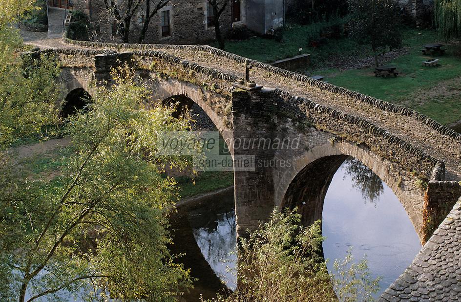 Europe/France/Auvergne/12/Aveyron/Belcastel: Le vieux pont sur l'Aveyron