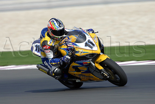24 February 2005: Australian rider Troy Corser (AUS) on his Alstare Suzuki Corona Extra GSXR1000 K5 goes through turn five qualifying practice for round one of the SBK Superbike World Championship held at the Losail International Circuit, Doha, Qatar. Photo: Neil Tingle/Action Plus..050224 motorcycling motorcycle racing bike racing SBK sport motor sports motorsport motorsports