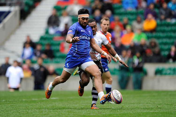 Levi Asifa'amatala of Samoa and Osea Kolinisau of Fiji chase down a loose ball during Day Two of the iRB Marriott London Sevens at Twickenham on Sunday 11th May 2014 (Photo by Rob Munro)