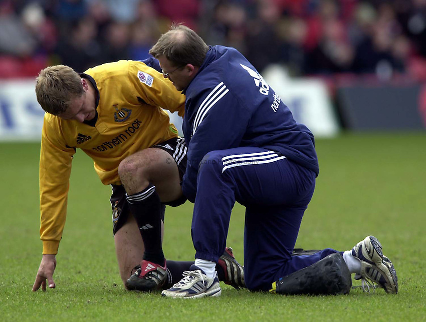 Photo. Richard Lane. .Saracens v Newcastle. Zurich Premiership. 15/4/2001.Jonny Wilkinson receives attention.