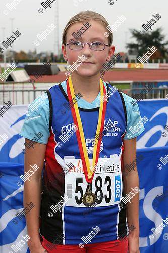 Veldloop Duffel / Miniemen meisjes '95: Leni Tersago werd 3e 03 8891392