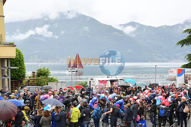 The start of Stage 16 of the 2019 Giro d'Italia, running 194km from Lovere to Ponte di Legno, Italy. 28th May 2019<br /> Picture: Gian Mattia D'Alberto/LaPresse | Cyclefile<br /> <br /> All photos usage must carry mandatory copyright credit (© Cyclefile | Gian Mattia D'Alberto/LaPresse)