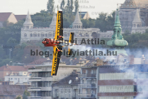 0708193932a Red Bull Air Race international air show qualifying runs over the river Danube, Budapest preceding the anniversary of Hungarian state foundation. Hungary. Sunday, 19. August 2007. ATTILA VOLGYI