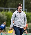 HUIZEN  -  assistent coach  Ben Howarth (Gron.)  , hoofdklasse competitiewedstrijd hockey dames, Huizen-Groningen (1-1)   COPYRIGHT  KOEN SUYK