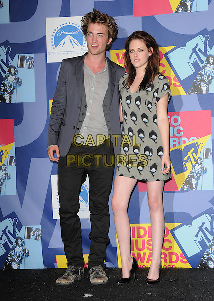 ROBERT PATTINSON & KRISTEN STEWART.The 2008 MTV Video Music Awards held at Paramount Studios in Hollywood, California, USA..September 7th, 2008.Pressroom VMA Vmas full length grey gray jacket print dress pattern jeans denim .CAP/DVS.©Debbie VanStory/Capital Pictures.