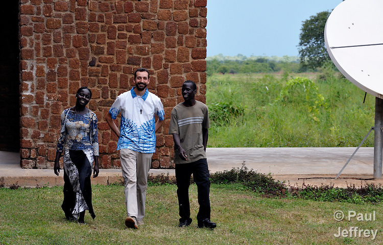 Comboni Brother Paulo Rizetti, from Italy, walks with students at the Catholic Health Training Institute in Wau, South Sudan, where he teaches. CHTI trains nurses and midwives in the newly independent country, and is coordinated by Solidarity with South Sudan, an international consortium of more than 200 religious congregations that trains teachers, health workers and pastoral personnel in several locations throughout South Sudan.