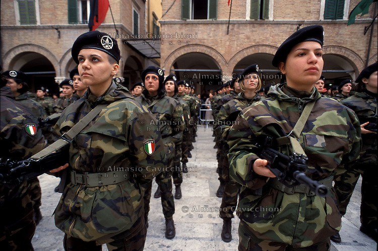 Italian army, women VFB (volunteer in short service) at 235 Battalion Piceno during the training - Esercito italiano, donne VFB (volontario a ferma breve) al 235 Battaglione Piceno durante l'addestramento..
