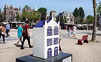 Nederland - Amsterdam - 2018.  Canal House Parade op het Museumplein. Gebouwen in het klein. Op de foto De Rode Hoed.   Foto Berlinda van Dam / Hollandse Hoogte.