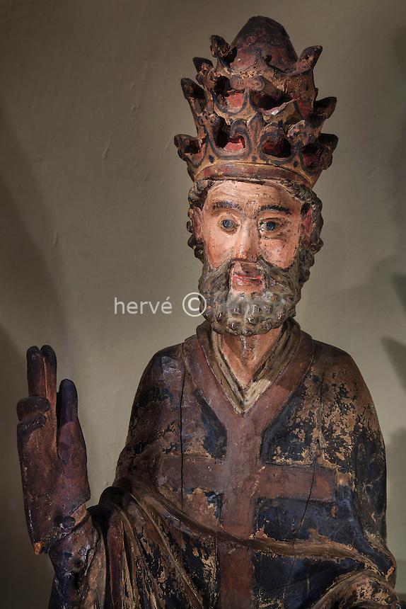 France, Haute-Loire (43), Aurec-sur-Loire, dans l'église, statue en bois polychrome de Saint Pierre, XIV eme // France, Haute Loire, Aurec sur Loire, in the church, polychrome wooden statue of Saint Peter, XIV century