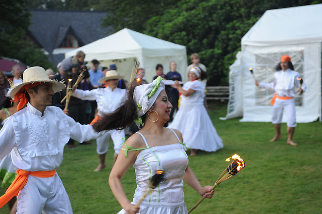 El Sueno Existe Festival<br /> Machynlleth<br /> Wales<br /> Members of CATUFA, Columbian art and folklore group.