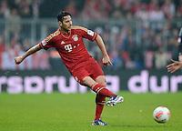 FUSSBALL   1. BUNDESLIGA  SAISON 2012/2013   27. Spieltag   FC Bayern Muenchen - Hamburger SV    30.03.2013 Claudio Pizarro (FC Bayern Muenchen) am Ball