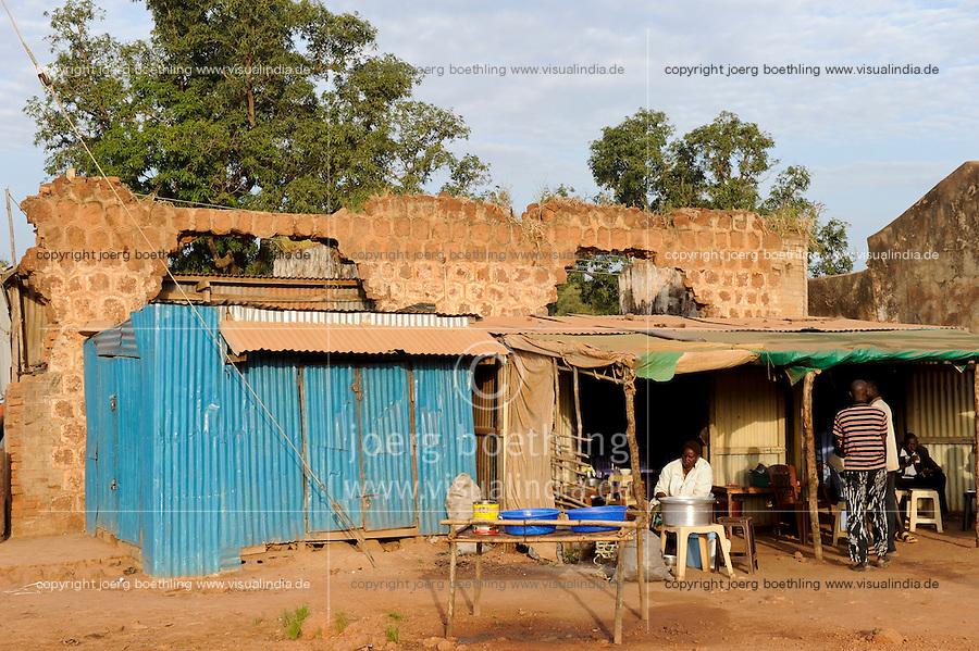 SOUTH SUDAN, Bahr al Ghazal region, Lakes State, town Rumbek , destroyed building from war between SPLA and north sudanese army / SUED-SUDAN  Bahr el Ghazal region , Lakes State, Rumbek , zerstoertes Haus aus dem Buergerkrieg zwischen SPLA und Nord Sudan