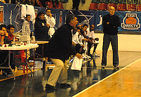 TUNJA -COLOMBIA-05-05-2014. Jose Tapias de director tecnico de Piartas de Bogota  en accion contra   Aguilas de Tunja durante partido de La Liga Directv 1 de baloncesto jugado en el coliseo Departamental de Boyaca . Jose Tapias coach of Piratas of Bogota    in action against Aguilas of Tunja  for DirecTV La Liga match 1 Departmental basketball played in the Coliseum Boyaca. Photo: VizzorImage / Jose Miguel Palencia  /  Stringer