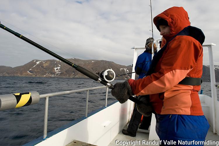 Jente fisker fra båt. ---- Girl fishing from boat.