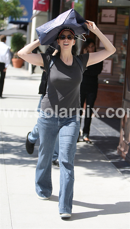 **ALL ROUND PICTURES FROM SOLARPIX.COM**.**WORLDWIDE SYNDICATION RIGHTS EXCEPT FOR USA, AUSTRALIA & GERMANY**.American Comedian, Sarah Silverman goes on a shopping spree in Beverly Hills, California, USA. 4th September 2008..JOB REF: 7211 LAS       DATE: 04_09_2008.**MUST CREDIT SOLARPIX.COM OR DOUBLE FEE WILL BE CHARGED* *UNDER NO CIRCUMSTANCES IS THIS IMAGE TO BE REPRODUCED FOR ANY ONLINE EDITION WITHOUT PRIOR PERMISSION*