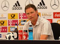 Assistenztrainer Marcus Sorg (Deutschland Germany) in der Pressekonferenz - 26.05.2018: Pressekonferenz der Deutschen Nationalmannschaft zur WM-Vorbereitung in der Sportzone Rungg in Eppan/Südtirol