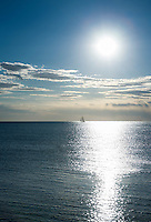 Croatia, Istria, Umag: single sailing boat on the horizon | Kroatien, Istrien, Umag: einzelnes Segelboot am Horizont im Gegenlicht