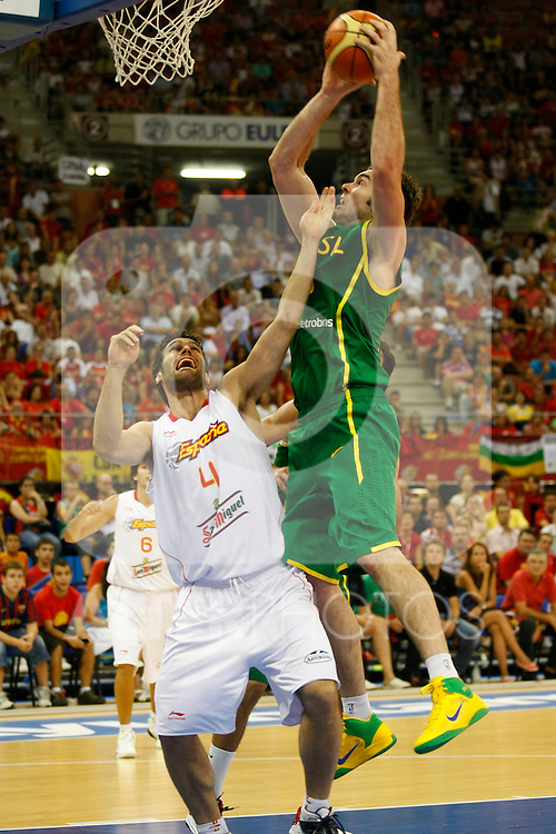 Brasil's ,Guilherme Giovannoni (r) and Spain's Fernado San Emeterio during Friendly match.August, 17, 2010. (ALTERPHOTOS/Acero)
