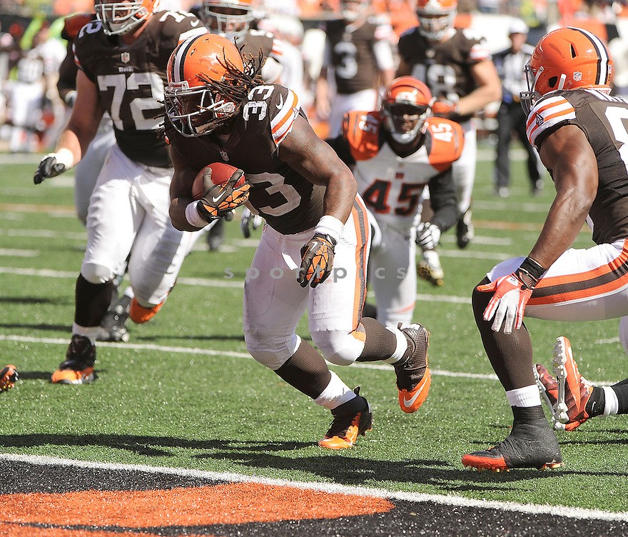Cleveland Browns Trent Richardson (33) in action during a game against the Cincinnati Bengals on September 16, 2012 at Paul Brown Stadium in Cincinnati, OH. The Bengals beat the Browns 34-27.