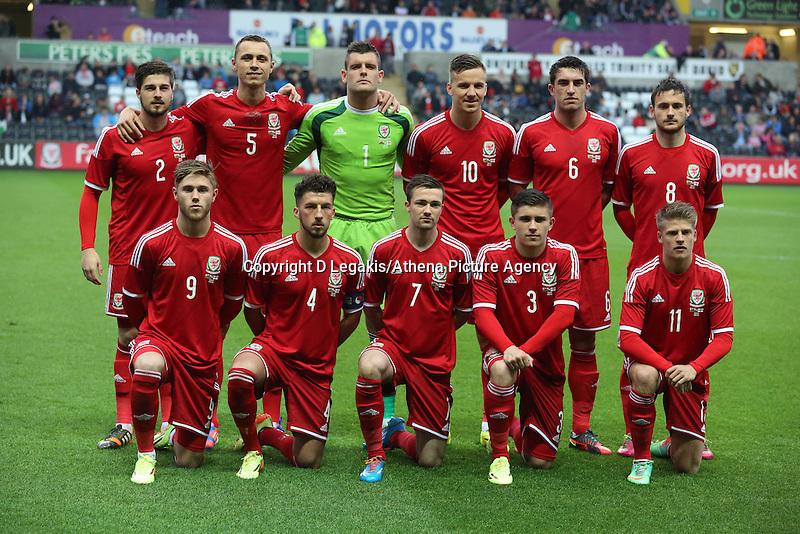 Pictured: Wales team players pose for a picture before kick off. Monday 19 May 2014<br /> Re: UEFA Euro Under-21 Qualifier, Wales v England at the Liberty Stadium, Swansea, south Wales, United Kingdom