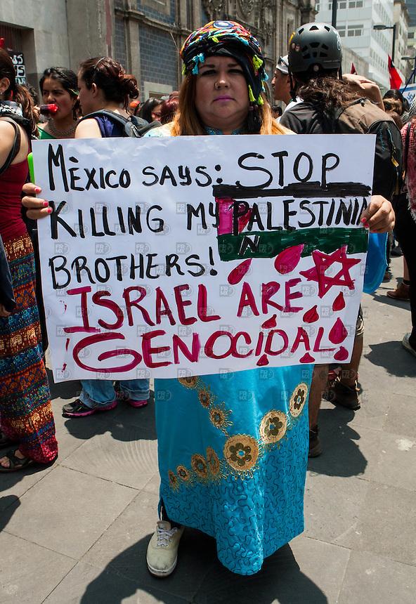 CIUDAD DE MEXICO, DF. 11 de juLio.- Miembros de la sociedad civil protestarón frente a la Secretaría de Relaciones Exteriores en la Ciudad de México para pedir el alto a los bombardeos al pueblo palestino en la Franja de Gaza. el 11 de julio de 2014.  ALEJANDRO MELENDEZ