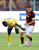 Calcio, Serie A: Frosinone vs Roma. Frosinone, stadio Comunale, 12 settembre 2015.<br /> Roma&rsquo;s Francesco Totti, right, is challenged by Frosinone&rsquo;s Raman Chibsah during the Italian Serie A football match between Frosinone and Roma at Frosinone Comunale stadium, 12 September 2015.<br /> UPDATE IMAGES PRESS/Riccardo De Luca