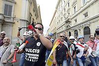 Roma, 31 Agosto 2012.Lavoratori Alcoa protestano a Montecitorio, Fontana di Trevi e arrivano al Ministero dello Sviuppo economico