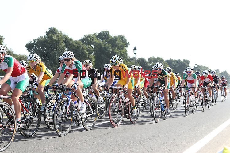 Delhi 2010 Commonwealth Games.Nicole Cooke and Lily Matthews stick to the edge of the peloton during the Womens Road Race..10.10.10.Photo Credit-Steve Pope-Sportingwales