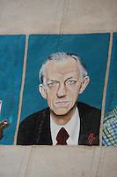 CULTUUR: GOINGARIJP: 04-05-2015, Fok SKS Skûtsjes en portretten van de schippers geschilderd door oud skûtsjeschipper Anne Tjerkstra, ere voorzitter SKS Alex Brinksma, ©foto Martin de Jong