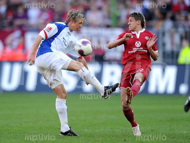 2. Fussball Bundesliga:  Saison   2009/2010  , 32.  Spieltag  Kaiserslautern - Hansa Rostock    23.04.2010 Ivo Ilicevic (re., Lautern) gegen Kevin Schoeneberg (li., Rostock)