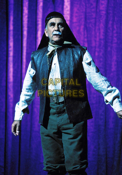 WARREN MITCHELL.Queen Mother's 90th Birthday Tribute.Ref: 026.www.capitalpictures.com.sales@capitalpictures.com.© Capital Pictures