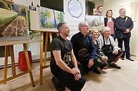 Stéphane Le Mouël, Patrice Bourdin, Marjorie Martin-Sisteron et Michel Bordas, en arrière plan, la famille des dirigeant actuels, galerie du rond point du Chambon