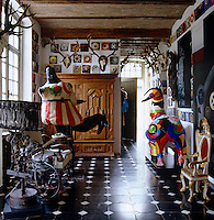 Colorful sculptures by Niki de Saint Phalle in the entrance hall are displayed alongside antlers, a selection of the 300 mini paintings by Roger Nellens and a sculptural machine by Jean Tinguely