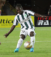 BOGOTA - COLOMBIA - 14-09-2015: Yimmi Chara jugador del Atletico Nacional en accion  contra  el Deportes Tolima  durante partido  por la fecha 12 de la Liga Aguila II 2015 jugado en el estadio Nemesio Camacho El Campin. /Yimmi Chara player of Atletico Nacional   in actions  against of Deportes Tolima  during a match for the twelve date of the Liga Aguila II 2015 played at Nemesio Camacho El Campin stadium in Bogota city. Photo: VizzorImage / Felipe Caicedo / Staff.