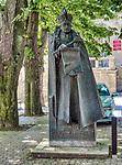 Pomnik hetmana Stanisława Lubomirskiego na wiśnickim rynku.