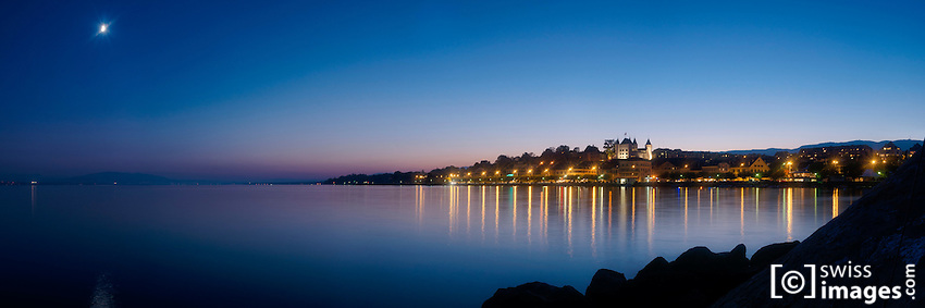 View from the Léman Lake in front of Nyon at night