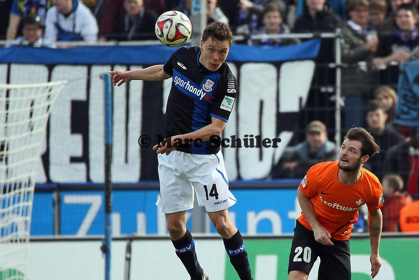 Alexander Bittroff (FSV) klaert gegen Marcel Heller (SV98) - FSV Frankfurt vs. SV Darmstadt 98, Frankfurter Volksbank Stadion