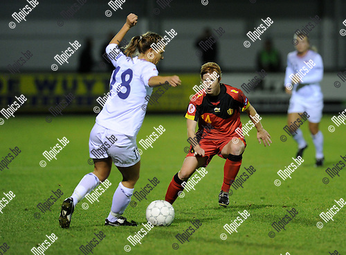 2011-10-26 / Voetbal / kwalificatie EURO 2013 Dames / België - Noorwegen / Lien Mermans (r, België) met Mienna..Foto: Mpics