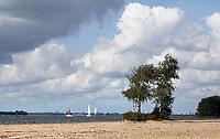 Nederland Almere  2018. Het Almeerderstrand bij het IJmeer.     Foto Berlinda van Dam / Hollandse Hoogte