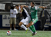 HEMPSTEAD - USA. 13-07-2016: Adam Moffat (Der) jugador del New York Cosmos disputa el balón con Zach Steinberger (Izq) jugador de Jacksonville Armada FC durante partido por la temporada de otoño 2016 de la North American Soccer League (NASL) jugado en el estadio James M. Shuart Stadium de la ciudad de Hempstead, NY./ Adam Moffat (R) player of New York Cosmos vies for the ball with Zach Steinberger (L) player of Jacksonville Armada FC during match for the fall season 2016 of the  North American Soccer League (NASL) played at James M. Shuart Stadium in Hempstead, NY. Photo: VizzorImage/ Gabriel Aponte / Staff