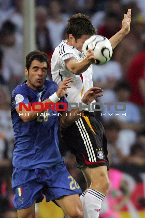 FIFA WM 2006 -  Semi Finals / Halbfinale<br /> Play    #61 (04-Juli) - Deutschland - Italien<br /> <br /> Arne Friedrich (rechts) von Deutschland im Kopfball Duell mit Simone Perrotta (links) von Italien.<br /> <br /> Foto &copy; nordphoto