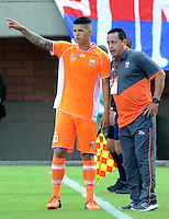 ENVIGADO - COLOMBIA -14 -02-2016: Juan C Sanchez, tecnico de Envigado FC, da instrucciones a Kevin Cardona (Izq.), durante partido por la fecha 3 entre Envigado FC y Deportivo Independiente Medellin, de la Liga Aguila I-2016, en el estadio Polideportivo Sur de la ciudad de Envigado. / Juan C Sanchez, (R), coach of Envigado FC, gives intructions to Kevin Cardona (L) player of Envigado FC, during a match of the 3 date between Envigado FC and Deportivo Independiente Medellin,  for the Liga Aguila I-2016 at the Polideportivo Sur stadium in Envigado city. Photo: VizzorImage. / Leon Monsalve / Str.