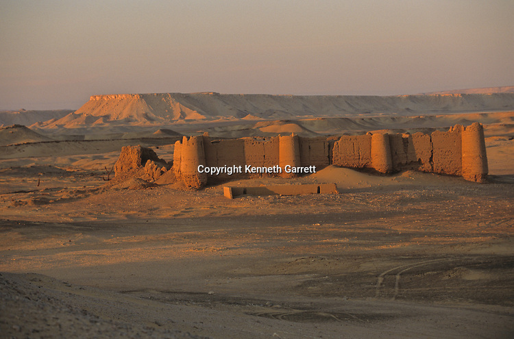 Ayn Gib; Ain Gib; Roman fort, Darb el-Arbaein, trade route; Egypt; Archaeologist; Salima Ikram; Kharga Oasis;Ancient Cultures; mm7195; Desert; Oasis