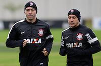 SÃO PAULO,SP, 23 julho 2013 - Chicao e Alessandro   durante treino do Corinthians no CT Joaquim Grava na zona leste de Sao Paulo, onde o time se prepara  para para enfrenta o Sao Paulo pelo campeonato brasileiro . FOTO ALAN MORICI - BRAZIL FOTO PRESS
