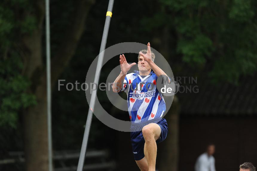 FIERLJEPPEN: GRIJPSKERK: Fierljepaccomodatie 'De Enk', 16-08-2014, ROC Friese Poort competitie 2014, Oane Galama wint met 21.16m, ©foto Martin de Jong