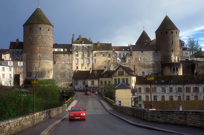 AJ1639, Burgundy, France, Semur-en-Auxois, Europe, A scenic view of the fortified town of Semur-en-Auxois in Burgundy, France.